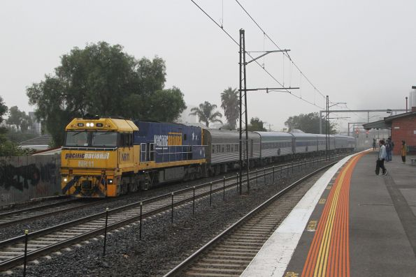 NR11 leads the down Overland through Middle Footscray