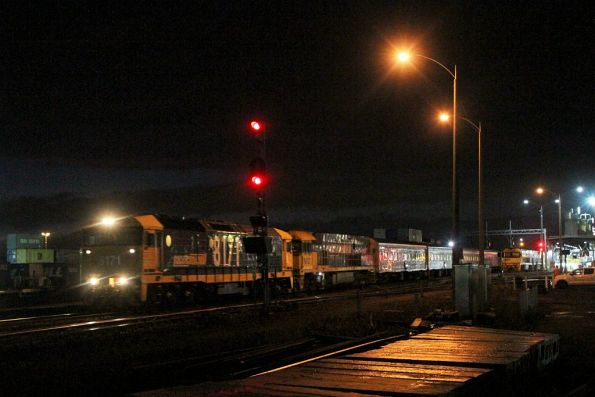 8171 leads failed NR12 on a late running up Overland at Dynon