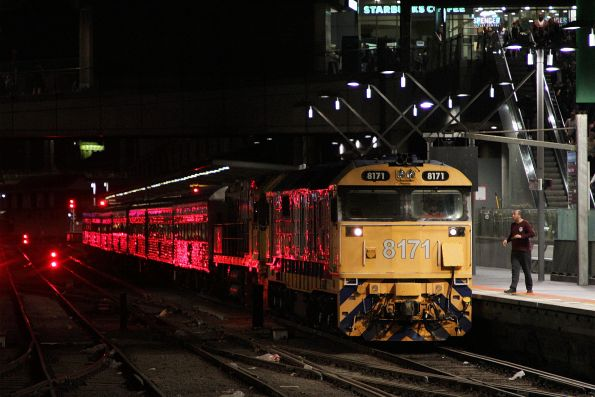 8171 and a failed NR12 finally arrive into Southern Cross Station