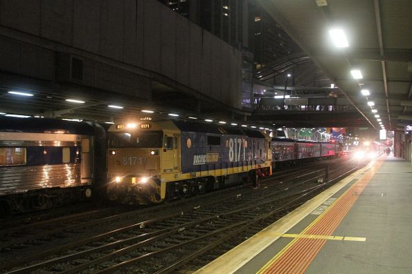 8171 shunts around a failed NR12 at Southern Cross Station