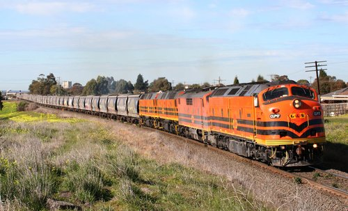 CLP17, GM42, 2210 and 2212 departs Geelong, at Bell Post Hill
