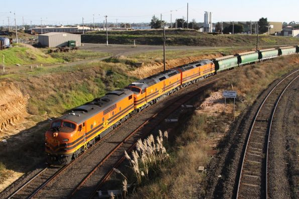 GM42, CLP17 and CLP8 arrive at the Geelong Grain Loop