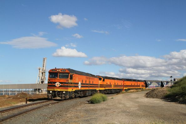 ALF20, CLP17 and ALF18 unload their train at the Geelong Grain Loop