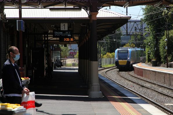 HCMT set 3 passes through Windsor on the down, with another trip to Elsternwick