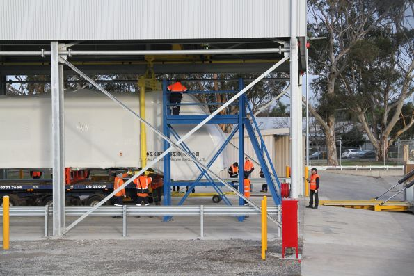 Hitching the gantry crane up to the HCMT carriage body