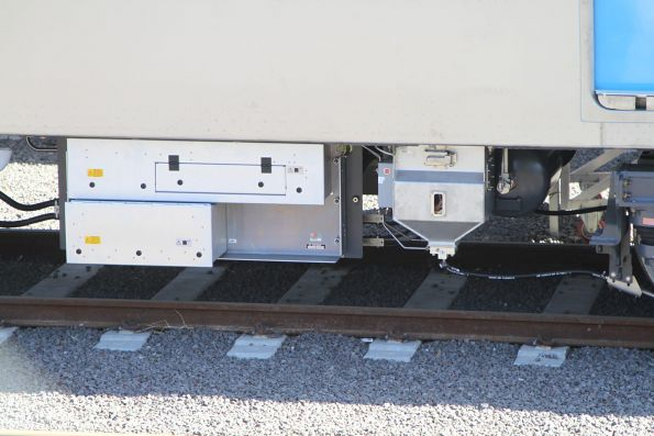 Sanding gear and traction equipment beneath a MP1 carriage