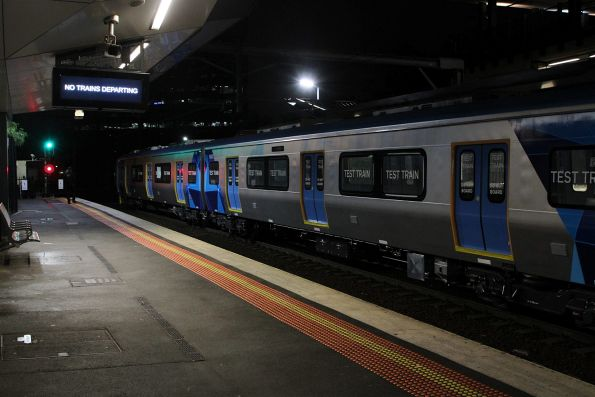 'No trains departing' message at Footscray station
