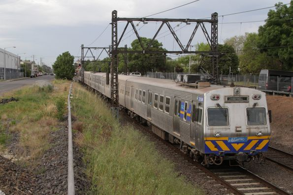 With 'Camberwell' on the destination roll, Hitachi 285M approaches Spotswood bound for Newport Workshops