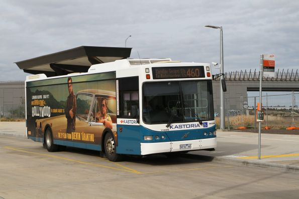Kastoria bus 9272AO on route 460 at Caroline Springs station