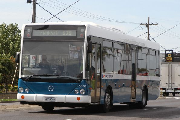 Kastoria bus #5026 4339AO heads north on route 530 along Sydney Road