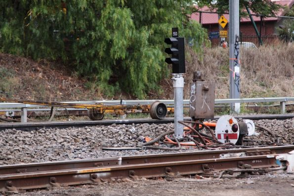Mechanical dwarf #10 at Kensington beside the new LED signal that will replace it