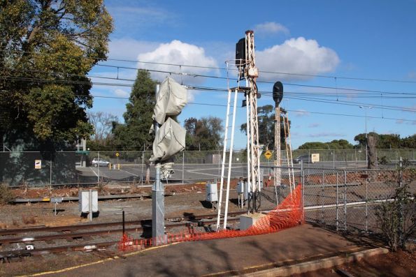 New signal awaiting commissioning at the up end of Showgrounds station