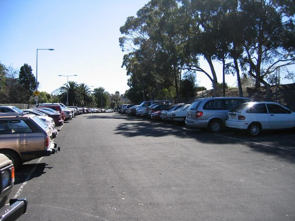 Barkers Road looking down the line, more VicRoads car park