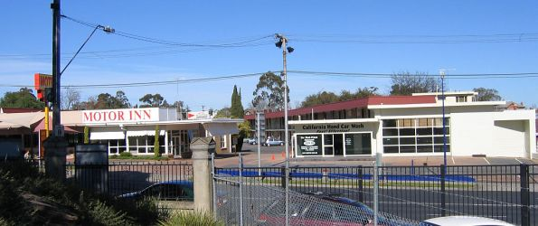 Californian Motor Inn, on the up side of Barkers Road, former Barkers station site