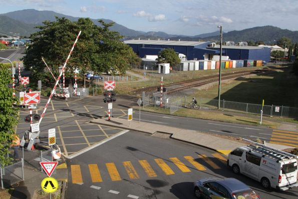Boom gates go down at Cairns station