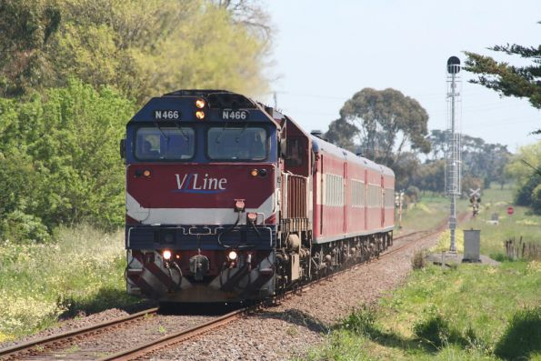 N466 arrives on the up pass at Camperdown