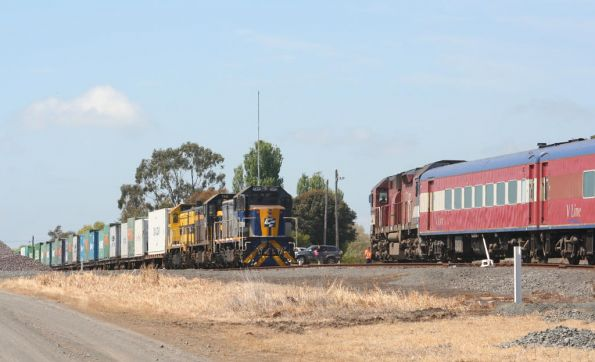 N466 crosses the freight at Camperdown