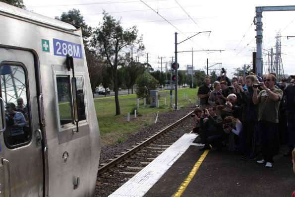 288M is the star of the photo line at Keon Park station