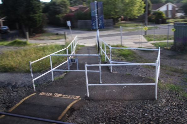 Unprotected pedestrian level crossing between Bayswater and Boronia