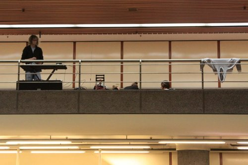 Why is there a keyboardist on the upper level concourse of Flagstaff Station?
