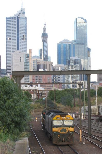 G525 and P22 head light engine from South Dynon towards West Tower