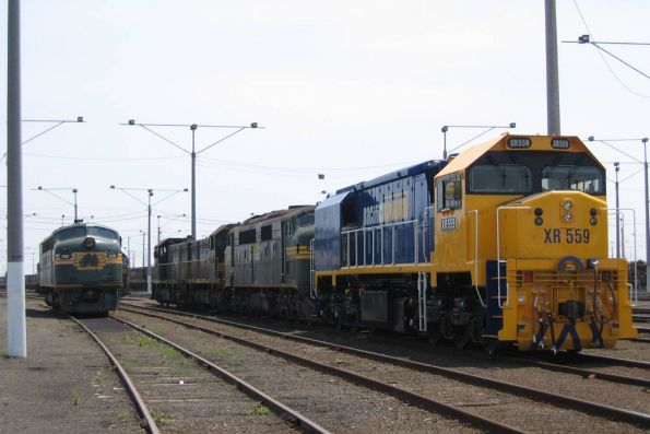 S301 beside XR559, A77, T374, and H3 at North Geelong Yard