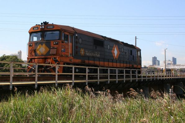 8114 shunts out over Moonee Ponds Creek