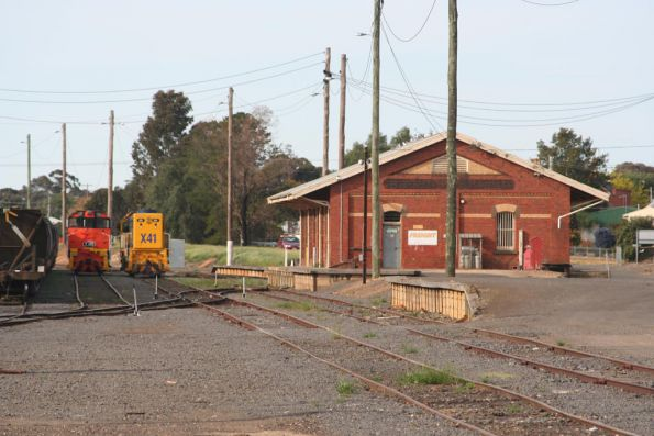 PN X41 and El Zorro Y145 beside the Maryborough goods shed