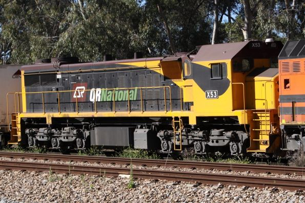 X53 trails a westbound QRN freight from Melbourne at Torrens Junction, SA