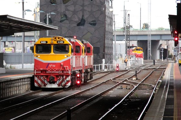 N451 and classmate shunt into the yards via Southern Cross platform 5
