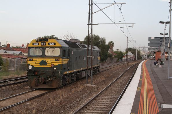 G543 heads light engine through Middle Footscray on the up