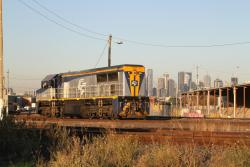 VL356 shunting at the west end of North Dynon