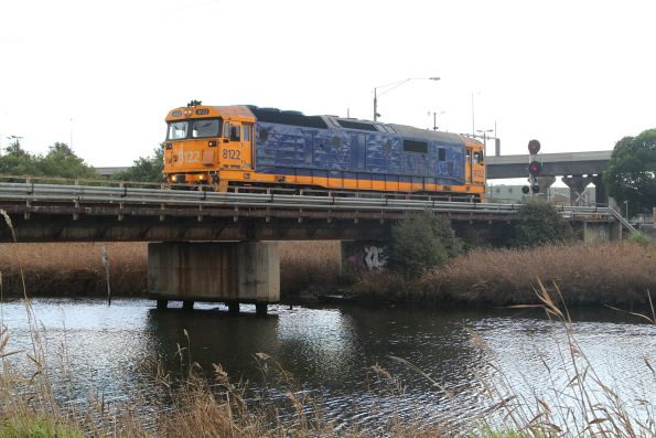 8122 shunts out over Moonee Ponds Creek at the Melbourne Freight Terminal