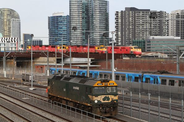 G539 heads light engine from Appleton Dock to South Dynon via the goods lines at North Melbourne