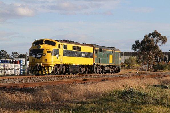 SSR's 442s5 leads GM10 from Seymour to Melbourne at Albion