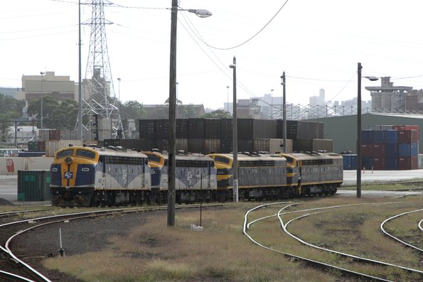 B80 leads B76, S313 and S303 stabled at North Dynon