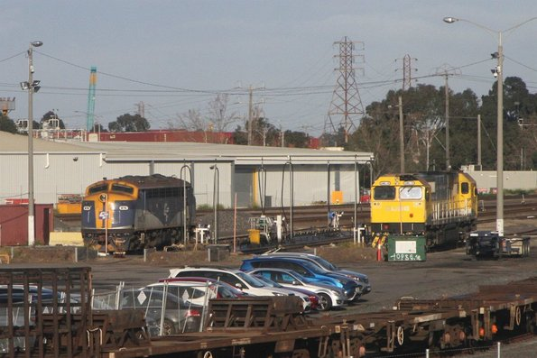 B76 and GML10 stabled at the North Dynon fuel point