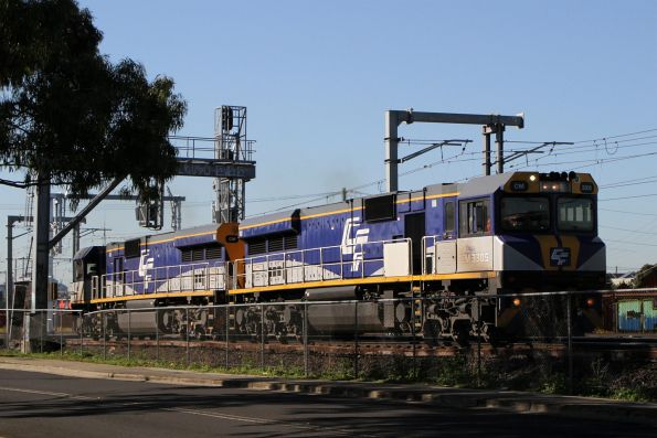 CM3305 and CM3304 head light engine through Middle Footscray on the down