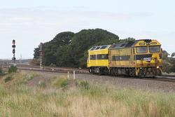 CLF1 leads G514 on an up light engine move at Sunshine