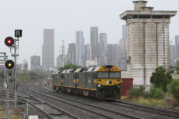 G528 leads G524 and G529 light engine from Appleton Dock to South Dynon via South Kensington