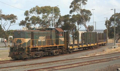 Y171 shunting the Midway woodchip siding at North Shore