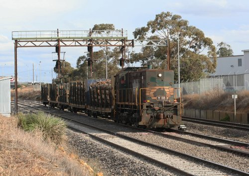 Y118 with the Midway log shunt at North Geelong