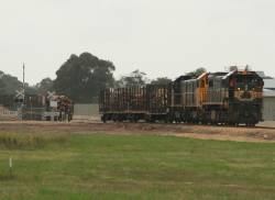 X42 with T400 and H3 at the Bosworth Road loading facility, Bairnsdale