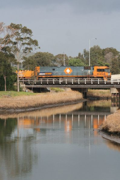 NR120 shunts out over Moonee Ponds Creek