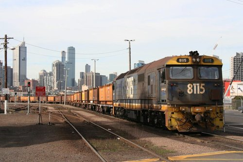 8115 shunting butterboxes at the Melbourne Steel Terminal
