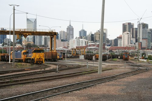 XR551 and a BL class at the Melbourne Steel Terminal, with another BL class in the background, and 8114 shunting some standard gauge wagons
