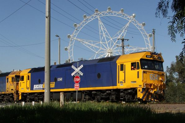 G541 and BL29 shunt the Melbourne Steel Terminal, with the Melbourne Star wheel in the background