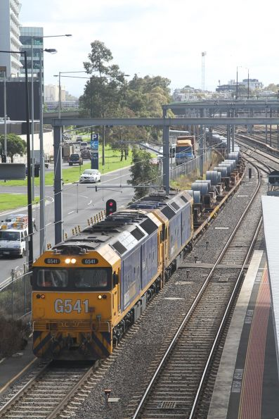 G541 and BL34 on the down steel train waiting for a signal at Southern Cross