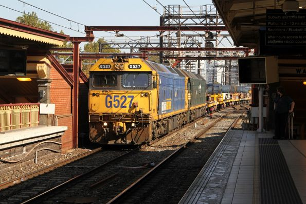 G527 leads G528 on a down Long Island steel train at Flinders Street
