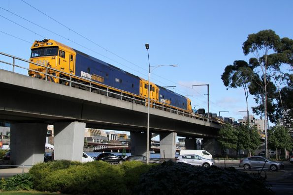 G541 and G525 cross the Flinders Street Viaduct with a down Long Island steel train
